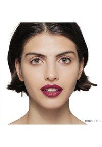 Bobbi Brown - LUXE LIP COLOR - Lipstick - hibiscus - 2