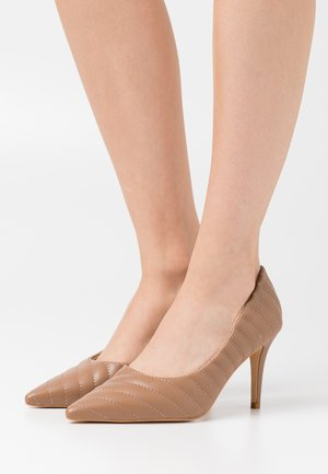 QUILTED POINTY  - High heels - cognac