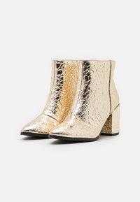 Call it Spring - VEGAN JULIEANNE - Boots à talons - gold - 2