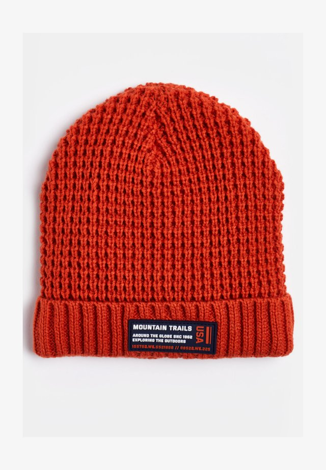Beanie - rust brown