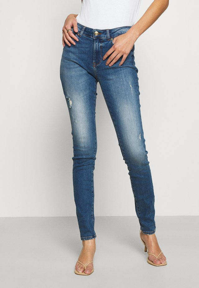 ONLHUSH LIFE - Vaqueros pitillo - medium blue denim