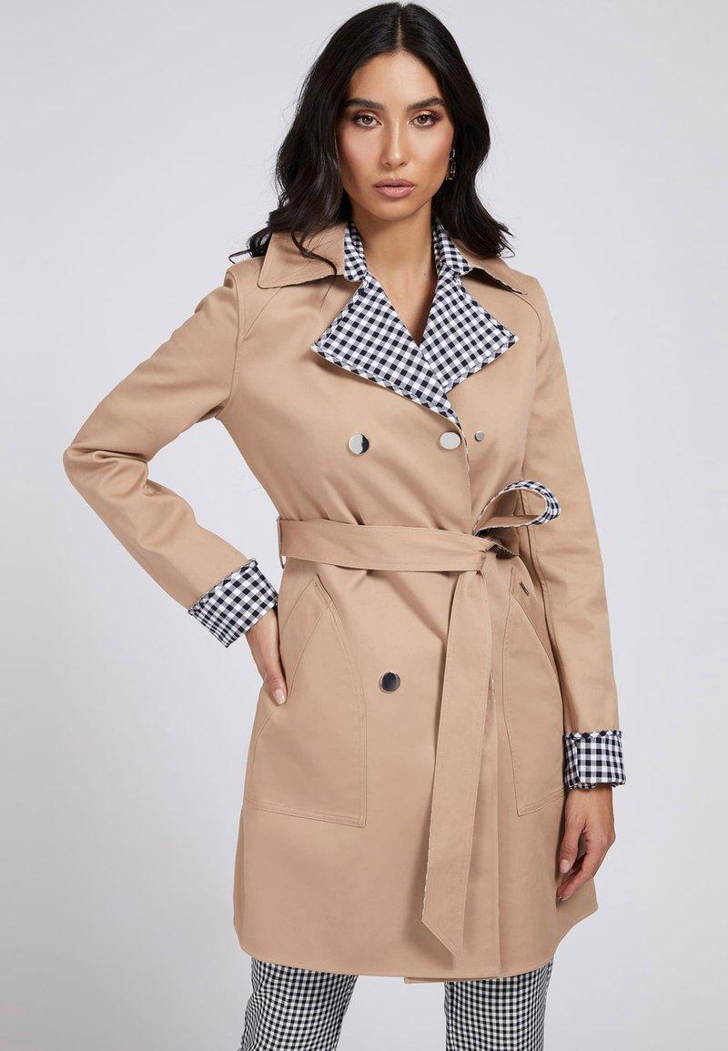 Guess - WENDBARER - Trenchcoat - beige
