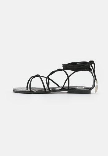 FLAT - Sandály - nero