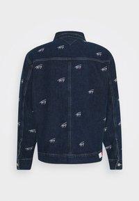 Tommy Jeans - OVERSIZE TRUCKER JACKET UNISEX - Giacca di jeans - dark blue - 9