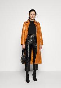 Topshop - WARWICK REPTILE - Classic coat - tan - 1