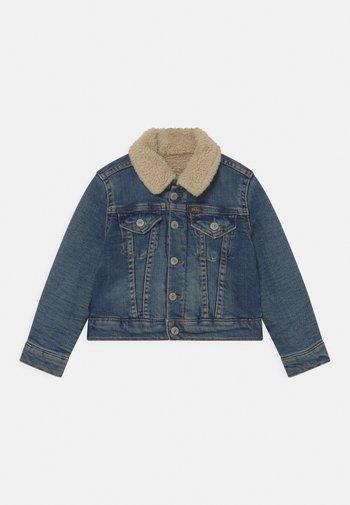 OUTERWEAR TRUCKER  - Denim jacket - light-blue denim