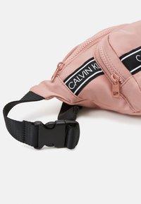 Calvin Klein Jeans - INSTITUTIONAL LOGO WAISTPACK - Ledvinka - pink - 3
