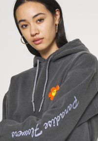 BDG Urban Outfitters - HAVE A NICE DAY HOODIE - Sweatshirt - washed black - 3