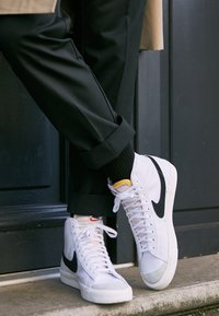 Nike Sportswear - BLAZER MID '77 - Sneakers high - white/black - 3
