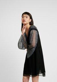 Stevie May - DO NO WRONG MINI DRESS - Denní šaty - black - 0