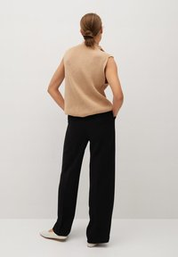 Mango - BETTY - Spodnie materiałowe - black - 2