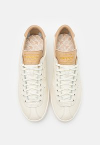 adidas Originals - LACOMBE TERRACE SPORTS INSPIRED SHOES - Baskets basses - offwhite - 3