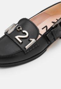 N°21 - LOAFER - Slip-ons - black - 6