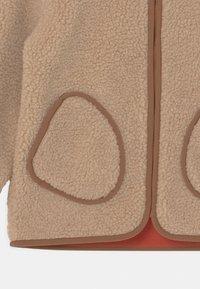 Finkid - TONTTU NALLE UNISEX - Fleece jacket - pebble/cinnamon - 3
