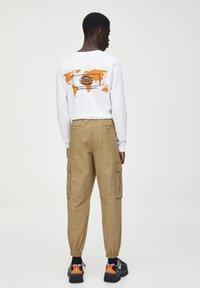 PULL&BEAR - Pantaloni cargo - brown - 2