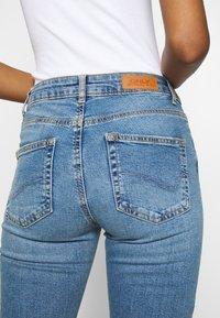 ONLY - ONLHUSH LIFE - Flared jeans - medium blue denim - 5