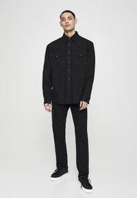 PULL&BEAR - Košile - black denim - 1