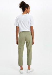 DeFacto - Pantaloni - khaki - 2