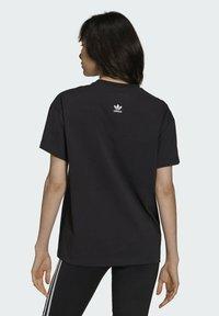 adidas Originals - Dry Clean Only xGRAPHIC TEE - T-shirt imprimé - black - 1