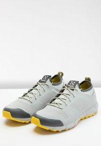 Haglöfs - L.I.M LOW - Trail running shoes - stone grey/signal yellow - 3