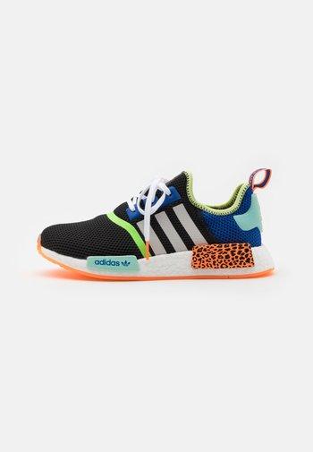NMD_R1 UNISEX - Zapatillas - core black/footwear white/screaming orange