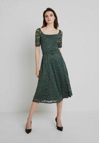mint&berry - Cocktail dress / Party dress - laurel wreath - 0