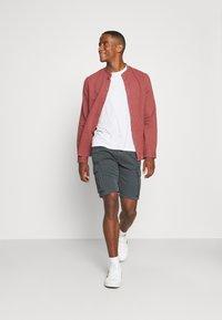 s.Oliver - CARGO - Shorts - grey - 1