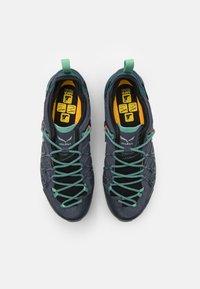Salewa - WILDFIRE EDGE GTX - Chaussures de marche - ombre blue/atlantic deep - 3