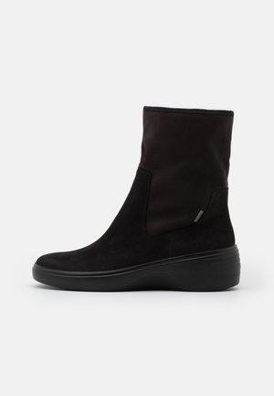 SOFT WEDGE  - Støvletter m/ kilehæl - black