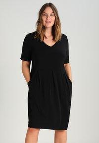 Zalando Essentials Curvy - Robe en jersey - black - 0