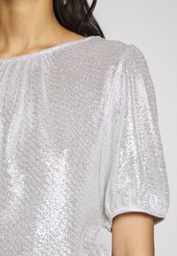 Dorothy Perkins - PUFF SLEEVE TEE - Print T-shirt - silver - 5