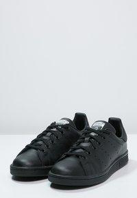 adidas Originals - STAN SMITH - Sneakers basse - black/white - 2