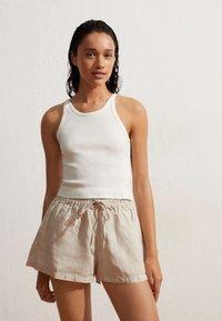 OYSHO - Shorts - beige - 1