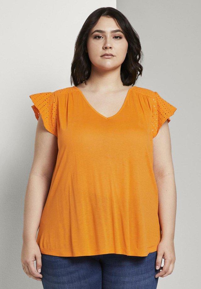 WITH SHIFFLI - T-shirt imprimé - bright mandarin