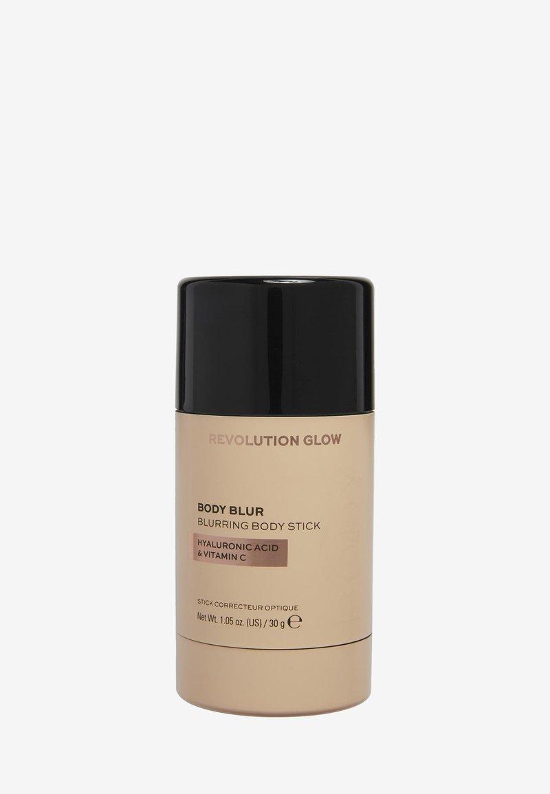 Makeup Revolution - REVOLUTION BODY PERFECTING PORE BLURRING STICK - Concealer - -