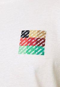 TOM TAILOR DENIM - Print T-shirt - wool white - 5