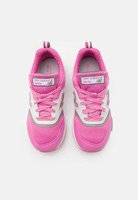 New Balance - GR997HVP - Sneakersy niskie - pink - 3