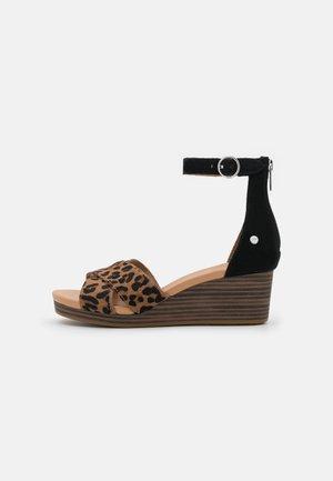 EUGENIA  - Sandalen met plateauzool - black/tan