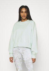 Nike Sportswear - CREW TREND - Sudadera - barely green/white - 0