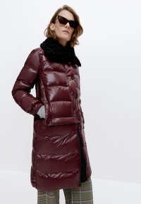 Uterqüe - Winter coat - bordeaux - 0