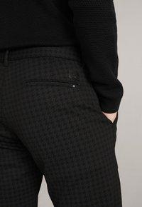 JOOP! Jeans - MAXTON3-W - Trousers - schwarz gemustert - 8