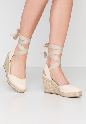 ANKLE WRAP WEDGE  - High heeled sandals - cream