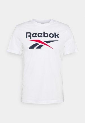 BIG LOGO TEE - T-shirt z nadrukiem - white/vecnav
