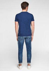 s.Oliver - MIT SCHRIFTPRINT - Print T-shirt - blue good life print - 3
