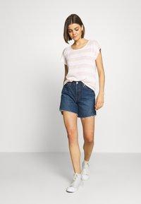 Vero Moda - VMWIDE STRIPE TOP  - T-shirts med print - sepia rose/snow white - 1