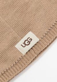 UGG - BABY NEUMEL & BEANIE SET - Baby gifts - chestnut - 7