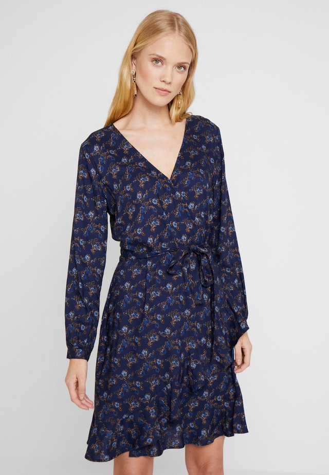 WRAPAROUND DRESS FLOWER PRINT - Robe d'été - american beaty