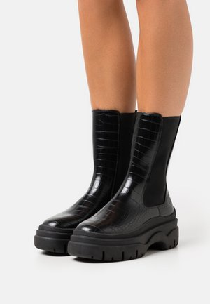 STINA BOOT VEGAN - Platform boots - black dark