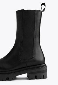 Uterqüe - Kotníková obuv - black - 5