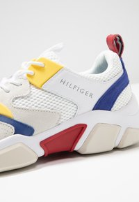 Tommy Hilfiger - CHUNKY TRAINER - Sneakers - white - 5